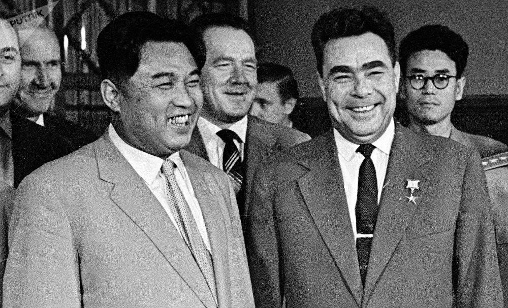 Kim Il-sung y Leonid Brézhnev
