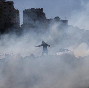 Enfrentamientos entre los manifestantes palestinos y tropas israelíes en Cisjordania