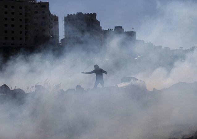 Enfrentamientos entre los manifestantes palestinos y tropas israelíes en Cisjordania (imágen referencial)