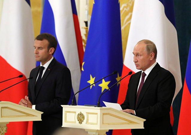 Presidente de Francia, Emmanuel Macron y presidente de Rusia, Vladímir Putin