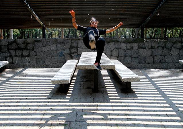 La mexicana Karla Castellanos, campeona mundial de parkour