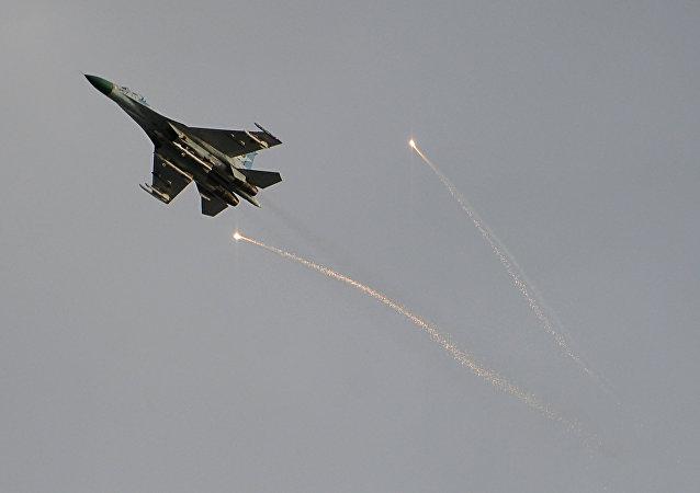 Un caza ucraniano en el cielo sobre Lugansk