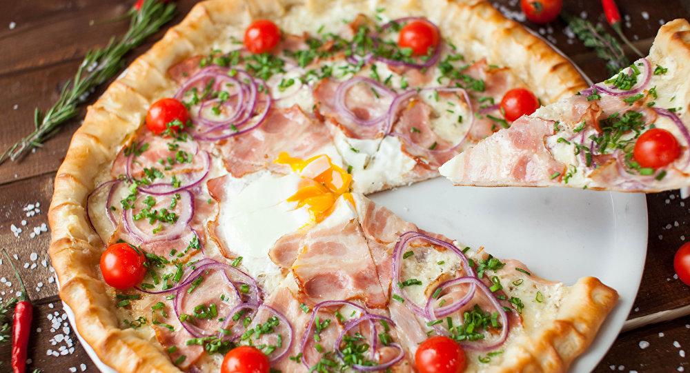 Pizza en el café Peperoncino