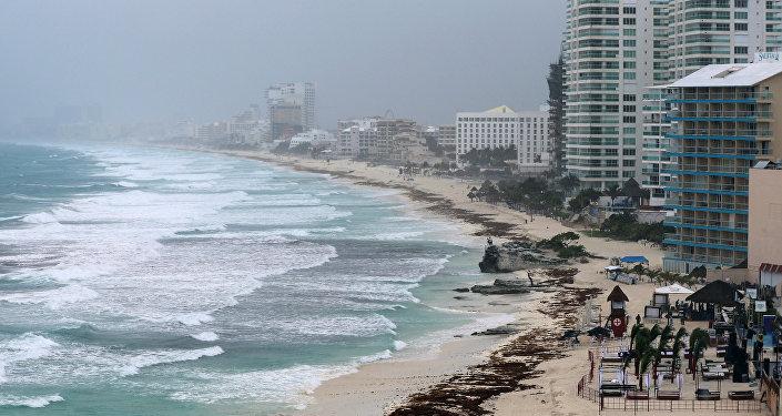 Paso de la tormenta Alberto en Cancún, México