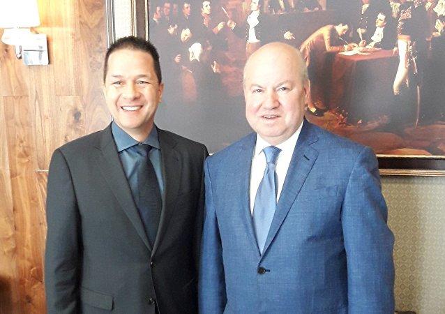 Carlos Faría Tortosa, embajador de Venezuela en Moscú, y Vasili Lijachov, miembro de la Comisión Electoral Central de Rusia (CEC)