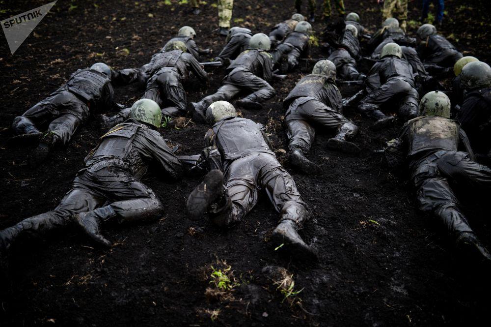 Así compiten los militares rusos por ganarse el honor de lucir la boina roja