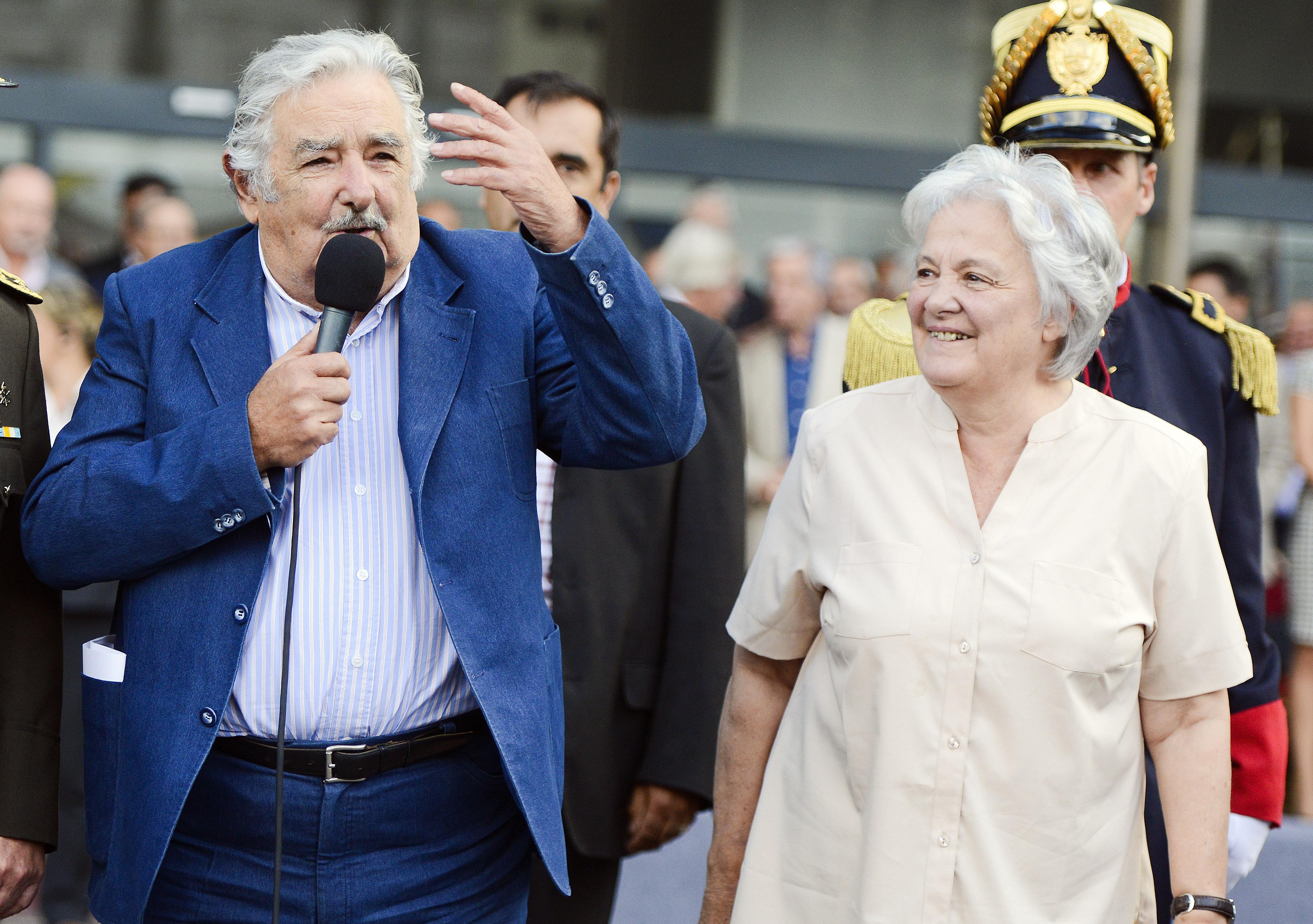 El expresidente de Uruguay, José Mujica, y la vicepresidenta de Uruguay, Lucía Topolansky (archivo)