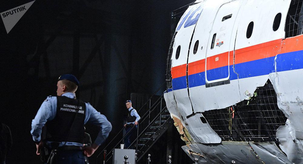 Parte del avión que realizaba el vuelo MH17 de Malaysia Airlines