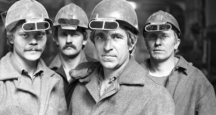 Obreros de una fábrica de producción de acero en Ucrania (archivo, imagen referencial)