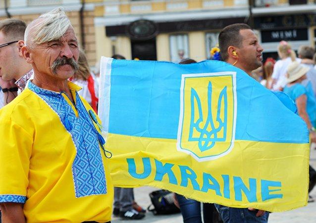 La arma y la bandera de Ucrania