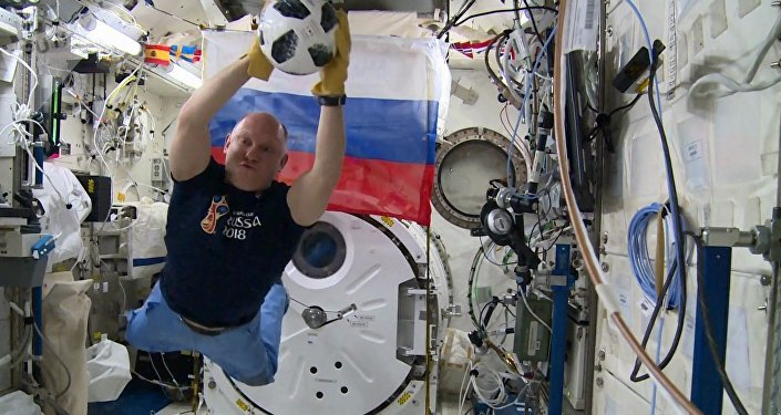 Cosmonauta ruso Oleg Artémiev, a bordo de la EEI