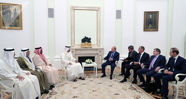 El príncipe heredero de Abu Dabi, Mohammed Nahyan y el presidente de Rusia, Vladímir Putin
