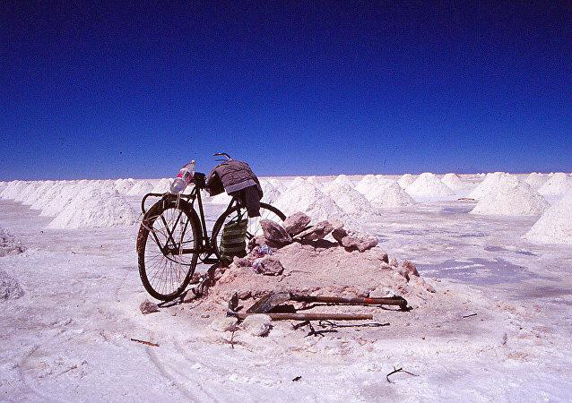 Bicicleta en el salar de Uyuni