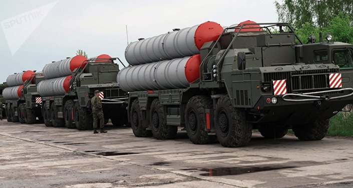 Sistemas de defensa antiaérea rusos S-400