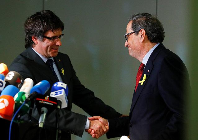 El expresidente de Cataluña, Carles Puigdemont, y el nuevo presidente del Gobierno catalán, Quim Torra