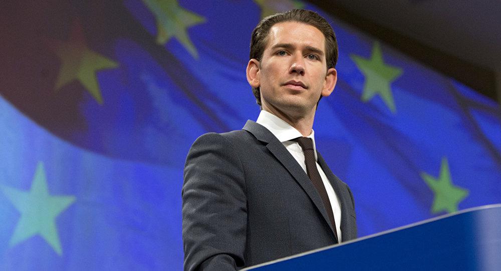 Canciller de Austria, Sebastian Kurz, y la bandera de la UE
