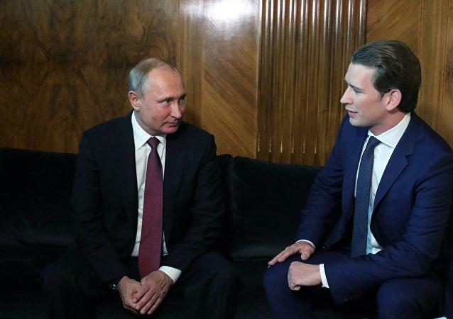 El presidente de Rusia, Vladímir Putin, y el canciller de Austria, Sebastian Kurz