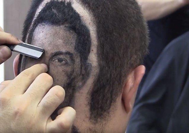Un peluquero que hace maravillas: retrato de Cristiano Ronaldo en la cabeza de un cliente