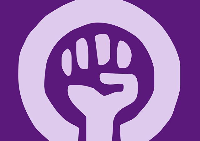 Puño cerrado con el símbolo femenino - Uno de los logos del Movimiento alemán de mujeres, de 1970.
