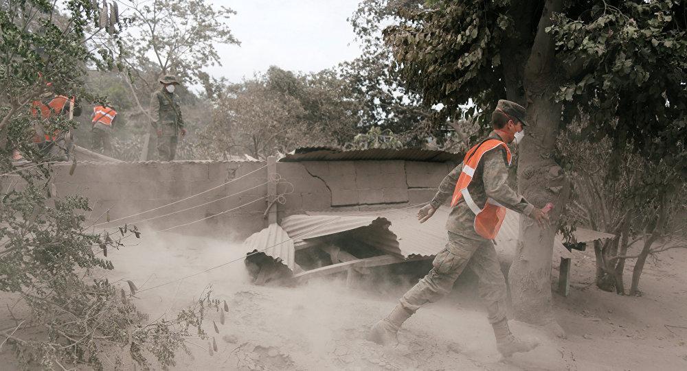 as consecuencias de la erupción del volcán de Fuego en San Juan Alotenango, Guatemala