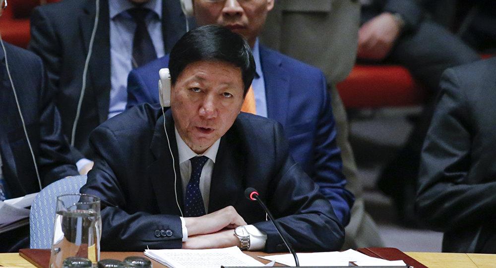 Wu Haitao, representante permanente adjunto de China ante la ONU, habla en una reunión de emergencia del Consejo de Seguridad de la ONU