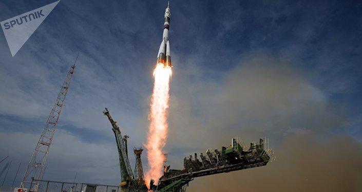 Lanzamiento del cohete Soyuz en el cosmódromo Baikonur