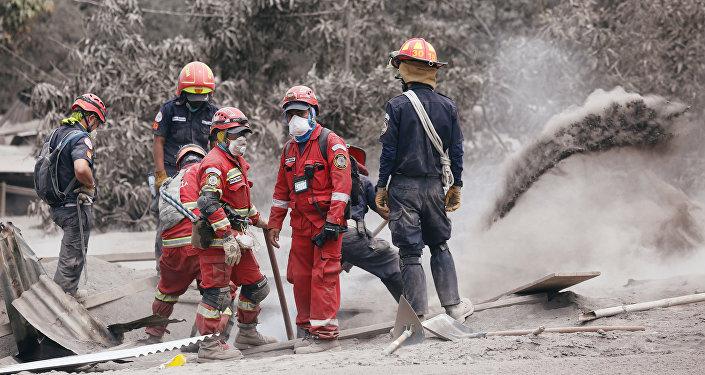 Volcan de Fuego no se apacigua y aumenta su actividad explosiva