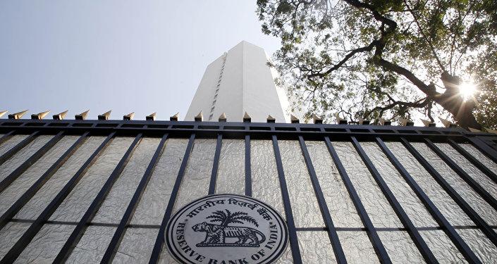 El logo del Banco de Reserva de la India en la puerta