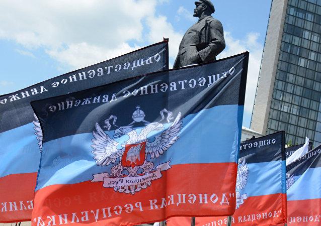 Banderas de la autoproclamada República Popular de Donetsk (archivo)