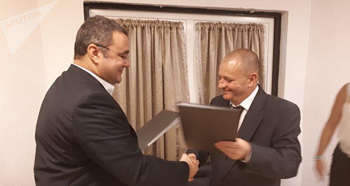 Onelio Castillo, representante del ICRT cubano, y Oleg Vyazmitinov, director de la oficina de representación regional de <strong><a href=