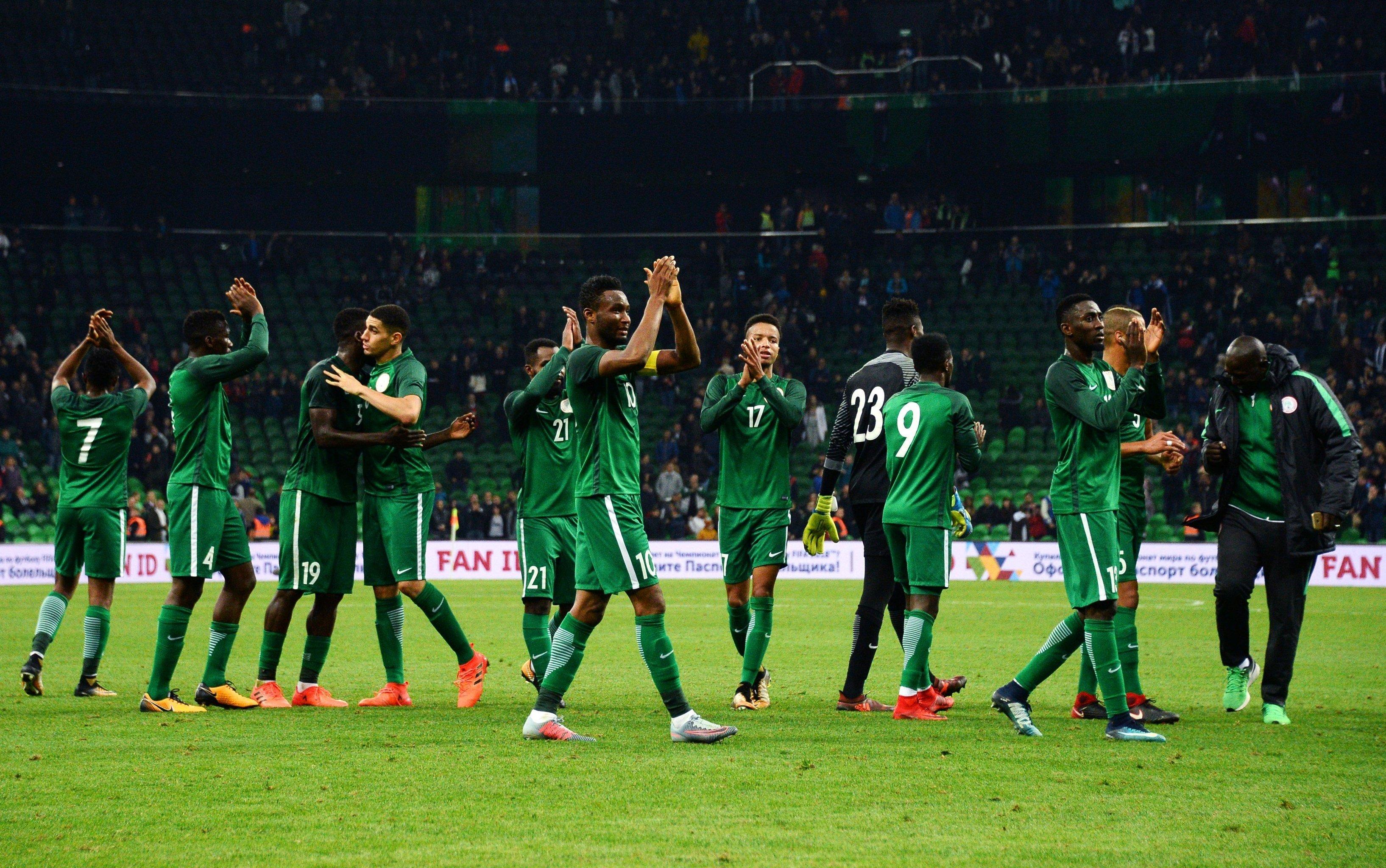 Selección de Nigeria usando la camiseta suplente ideada por Nike para la Copa Mundial de Fútbol 2018.
