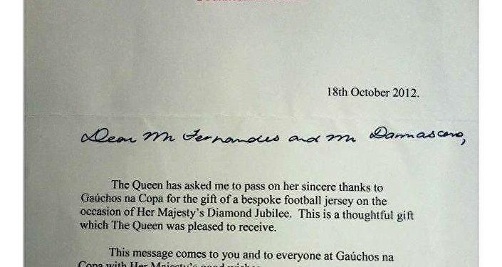 Carta de agradecimiento a Gaúchos na Copa por las camisetas de Gremio enviadas a la reina Isabel II