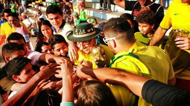 Clovis Fernandes, el célebre hincha brasileño conocido como Gaúcho da Copa