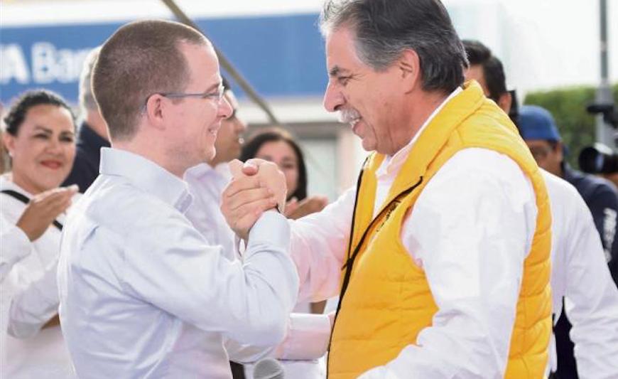 El candidato presidencial, Ricardo Anaya junto al fundador del PRD, Jesús Ortega