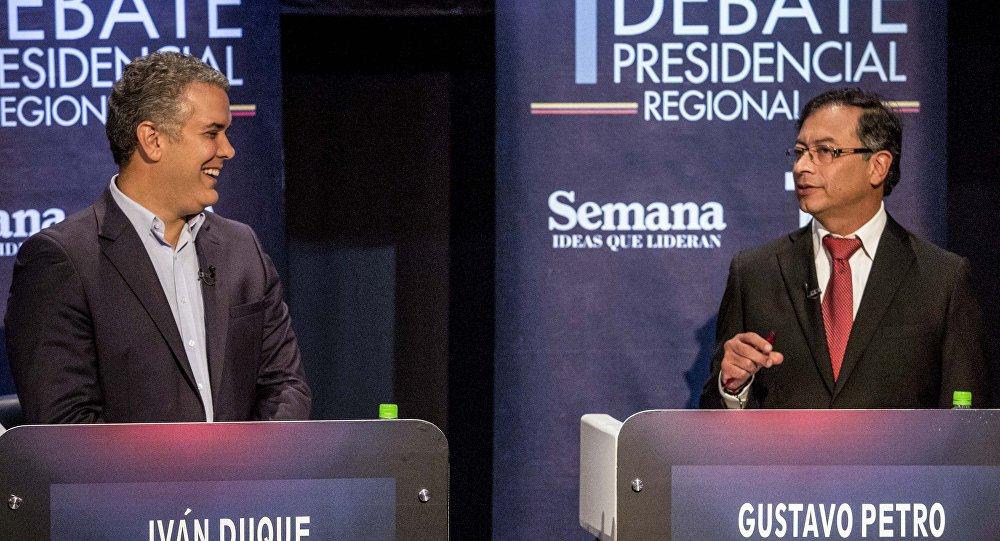 Gustavo Petro junto a Iván Duque, candidatos a la presidencia de Colombia