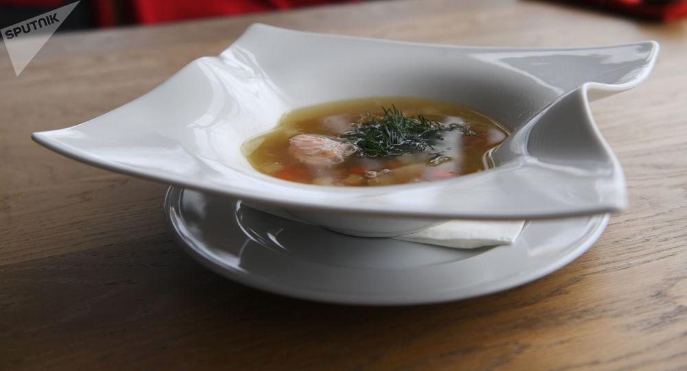 Ujá, sopa de pescado con orujo en Vorónezh de Moscú