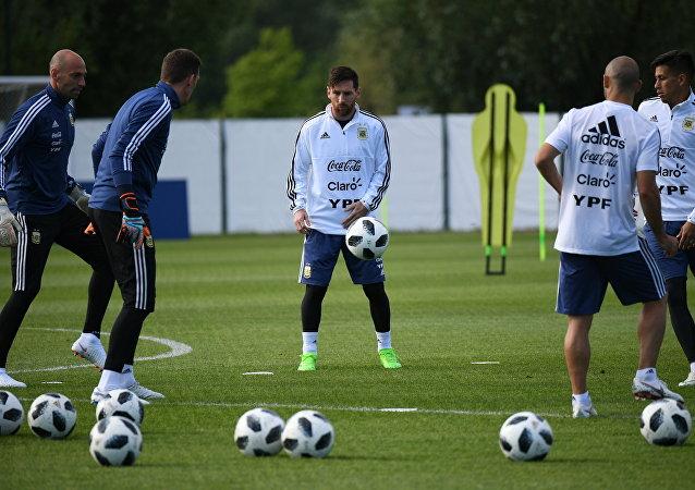 La selección argentina lleva a cabo un entrenamiento abierto en su base de concentración en Brónnitsi (archivo)