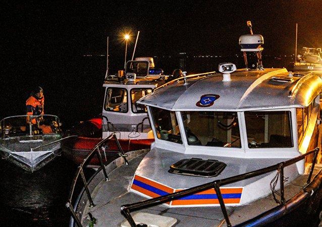 Choque de un catamarán con un buque de carga en el Volga