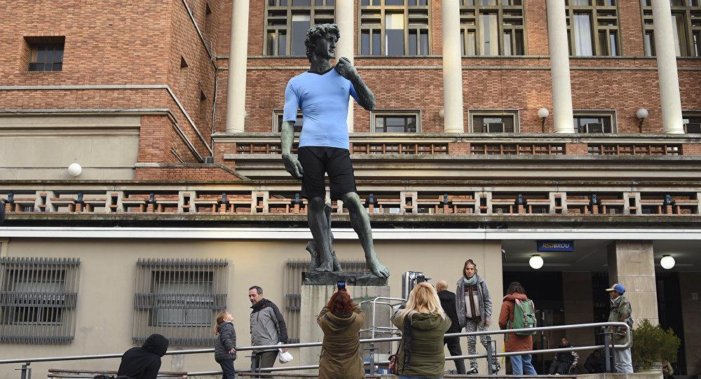 Una réplica de la escultura David en Montevideo