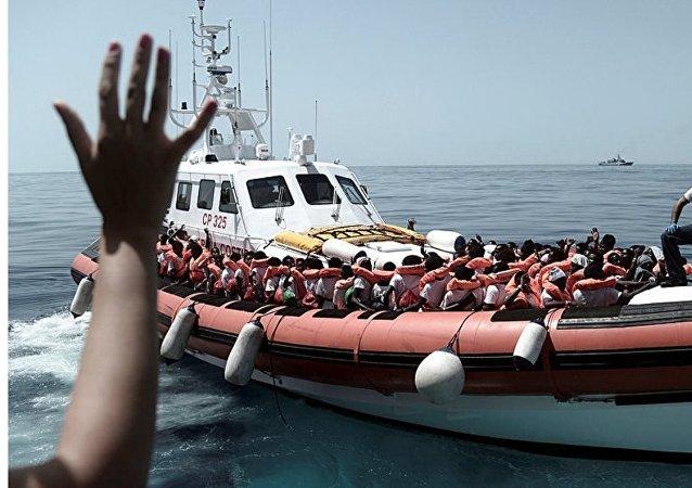 Los migrantes en el barco de rescate Aquarius