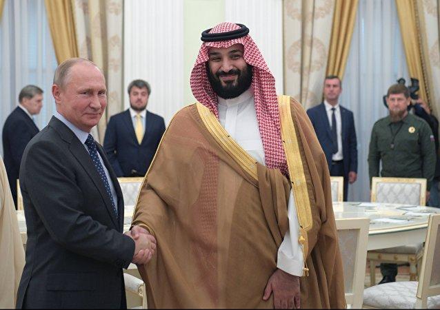 El presidente de Rusia, Vladímir Putin y el rey saudí Salman bin Abdulaziz Saud