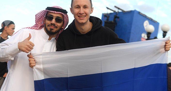 Hinchas de Arabia Saudí y Rusia