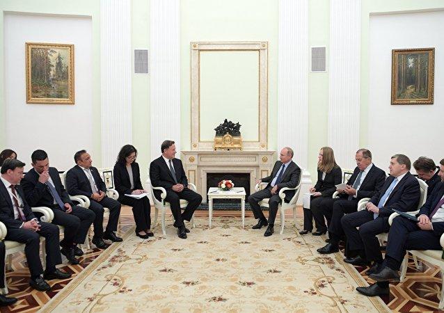 La delegación de Panamá durante la reunión con el presidente de Rusia, Vladímir Putin