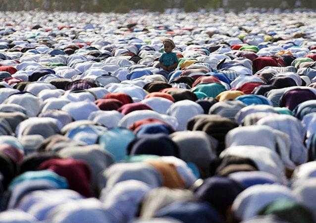 Los musulmanos durante la celebración del fin del mes Ramadán (archivo)