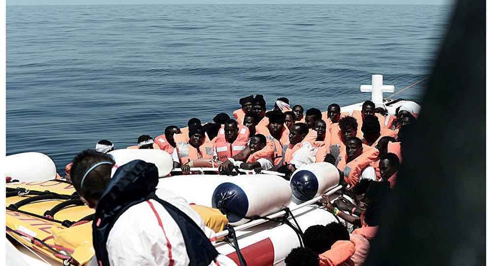 Migrantes en el barco de rescate Aquarius (archivo)