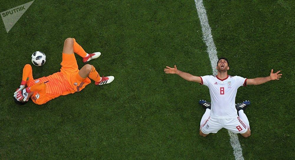 Irán supera 1-0 a Marruecos en el primer partido del grupo B del Mundial