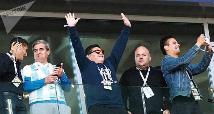 Maradona durante el partido Argentina-Islandia