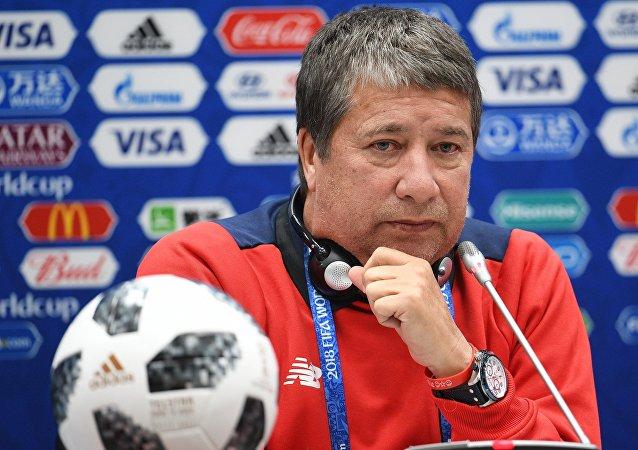 El entrenador de la selección nacional de fútbol de Panamá Hernán Gómez