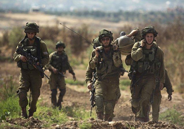 Soldados israelíes al lado de la frontera de Franja de Gaza, el 7 de junio, 2015