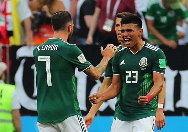 Los futbolistas de la selección mexicana en el partido Alemania - México